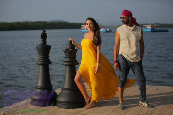 Latest picture of Akshay Kumar and Amy Jackson from Singh Is Bliing
