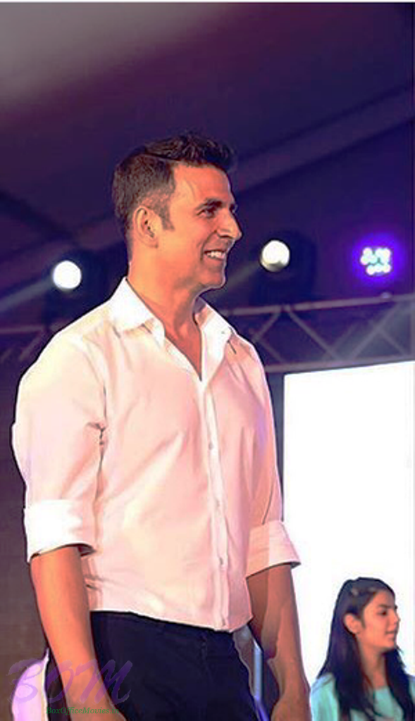 Latest Picture Of Akshay Kumar In A New Hairstyle Pics Bollywood