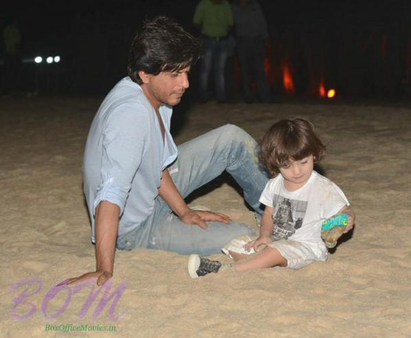 Latest picture of Shahrukh Khan with Son AbRam in Goa