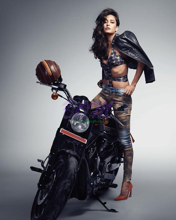Lisa Haydon bike modelling