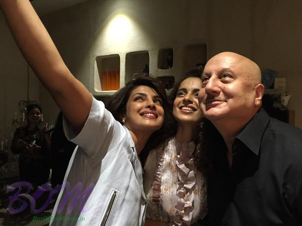 Look who is taking a selfie with Kangana Ranaut after her winning the National Award