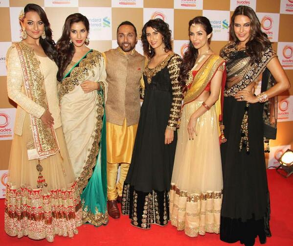 Lucky Rahul Bose poses with Bollywood divas Sonakshi Sinha, Neha Dhupia, Sophie Choudry, Malaika Arora Khan and others at an event