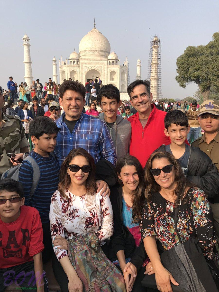 madhuri-dixit-and-family-while-travelling-around-in-india-on-christmas-2016