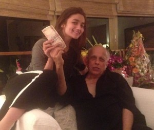 Mahesh Bhatt paying to Alia Bhatt for foot massage