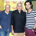 Mahesh Bhatt strikes a pose with Hansal Mehta and Rajummar Rao