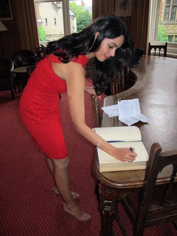 Mallika Sherawat while Signing the visitors book at the Oxford University