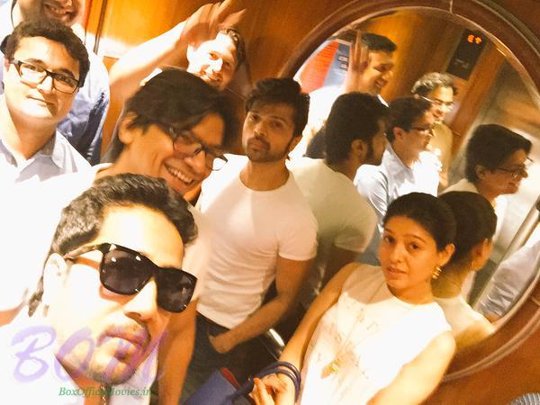 Mika Singh, Shaan, Himesh Reshammiya and Sunidhi Chauhan and other caught in a lift