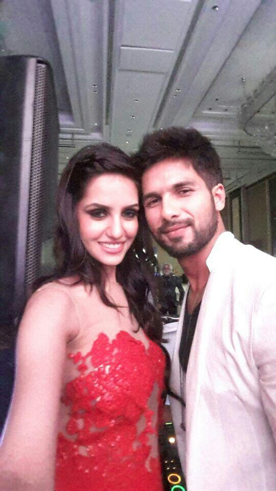 Miss India World 2014 Koyal Rana clicks a selfie WITH Shahid Kapoor at GQ Best Dressed Men 2014