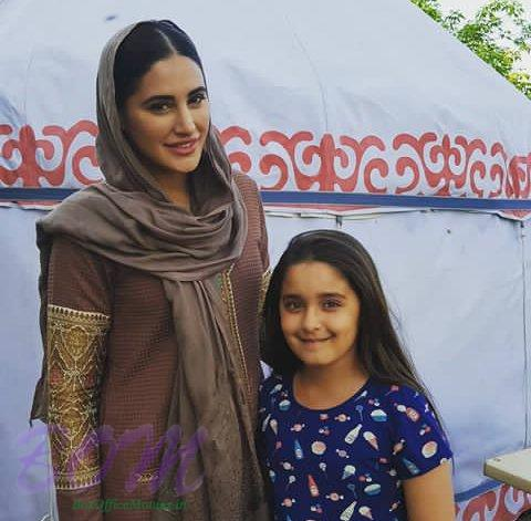 Nargis Fakhri with a child artist from Torbaaz