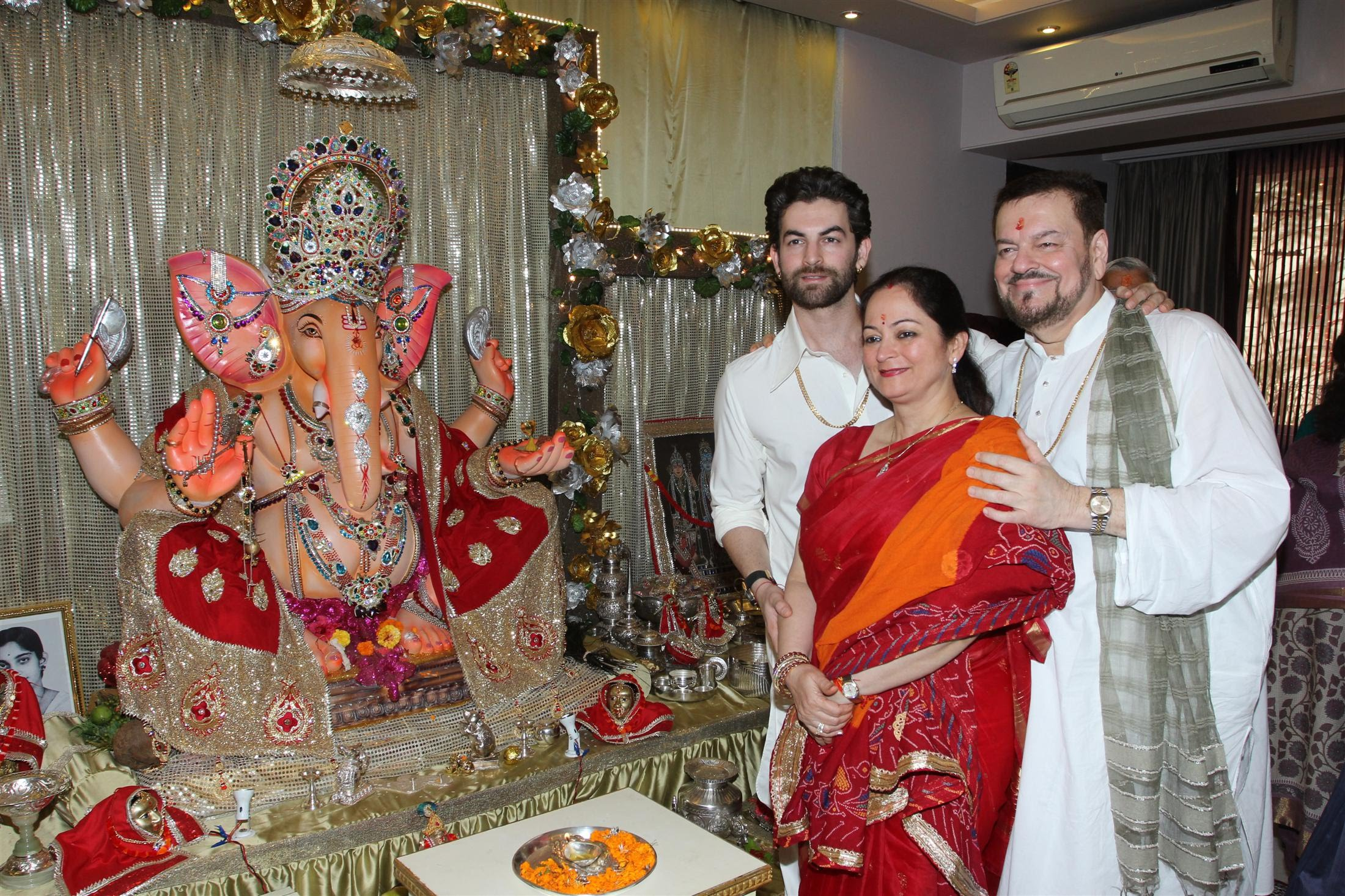 Neil Nitin Mukesh family with Ganapati Ji Idol at home