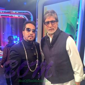 One cool pic of Mika Singh with great Amitabh Bachchan
