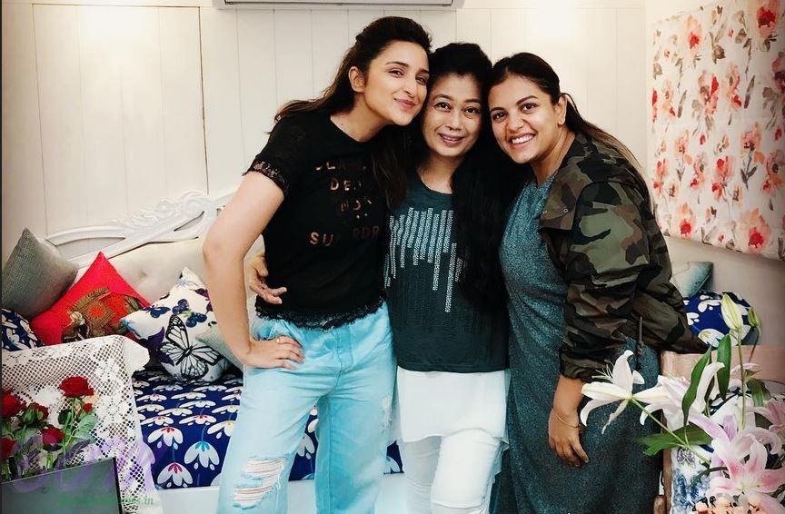 Parineeti Chorpa with bday girl Gohar Shaikh and Arti Nayar hair dresser