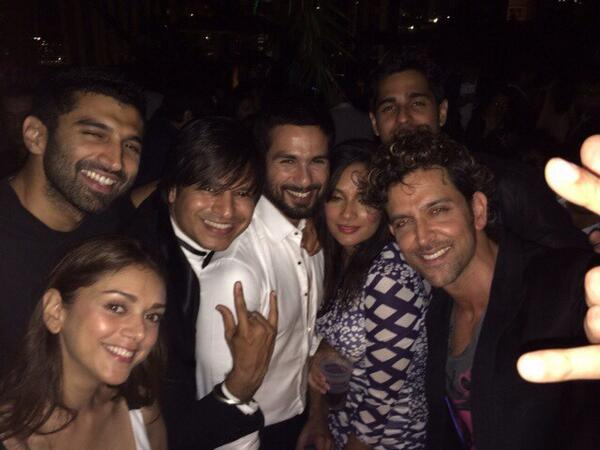 Partying Together Hrithink Roshan, Shahid Kapoor, Vivek Oberoi, Aditya Roi Kapoor and others