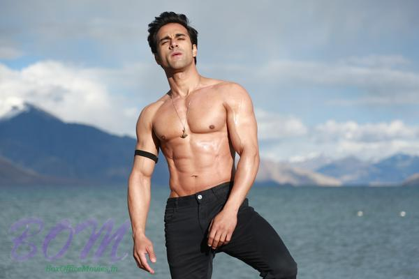 Pulkit Samrat first look during shooting of Sanam Re movie