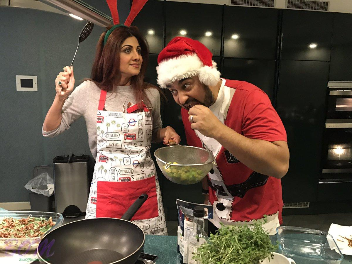 quirky-pic-of-shilpa-shetty-when-trying-to-eat-her-dish-before-everyone-else