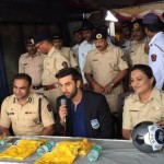 Ranbir Kapoor gives raincoats to Mumbai traffic police