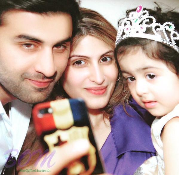 Ranbir Kapoor with his sister and niece in this selfie