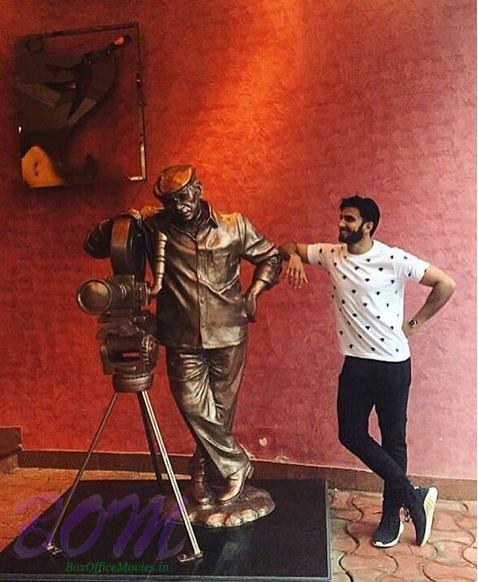 Ranveer Singh with the statue of legend Yash Chopra