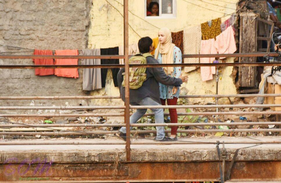Ranveer Singh and Alia Bhatt in a scene of Gully Boy