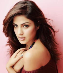 Rhea Chakraborty of Mere dad ki Maruti heats up the action in Bank Chor!