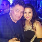 Rishi Kapoor got a hot lip kiss symbol by gorgeous Poonam Dhillon
