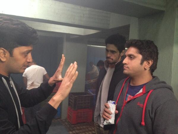 Riteish Deshmukh , Mohit and Sidharth Malhotra discuss a shot for Ek Villain