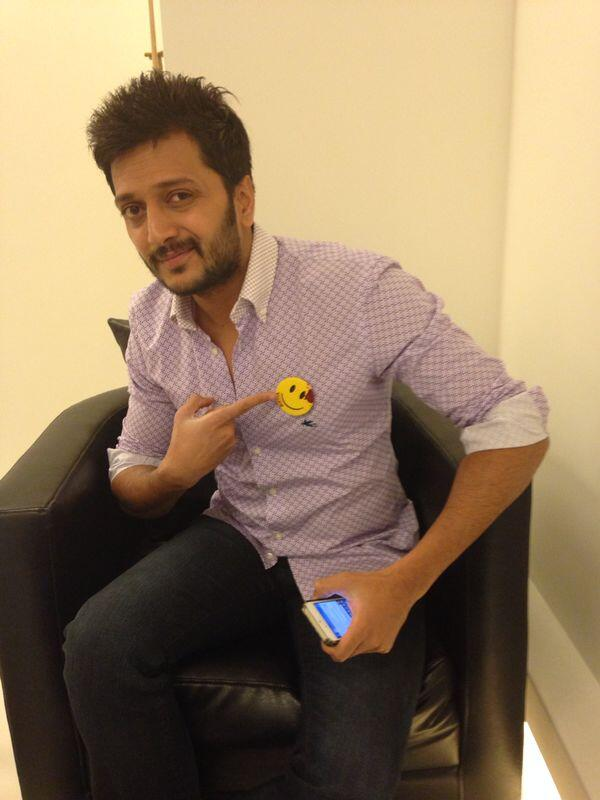 Riteish Deshmukh - Smiley in pocket