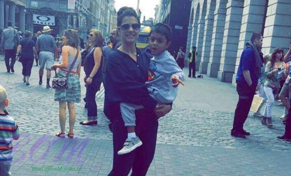 Kajol noticed in London with his son