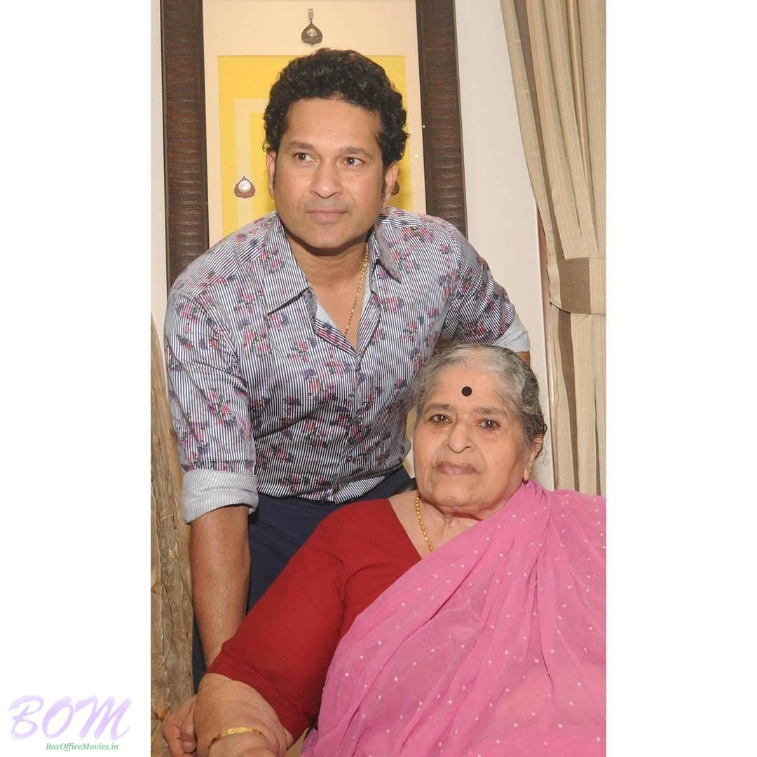 Sachin Tendulkar with his mother on Mothers Day 2017