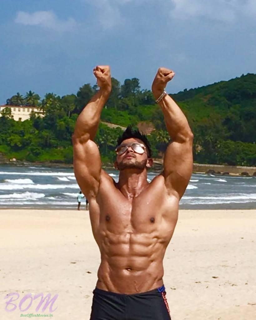Sahil Khan hands style during a pose