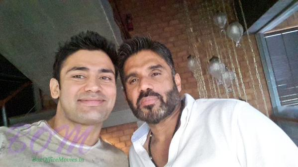 Sangram Singh latest picture with Suniel Shetty