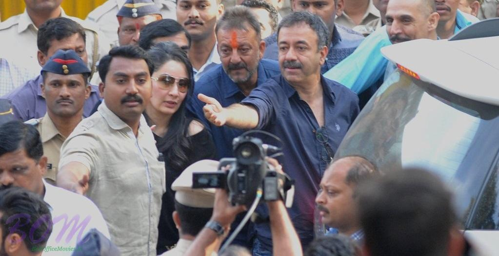 Sanjay Dutt with Raj kumar Hirani and his wife Manyata outside Yerwada jail