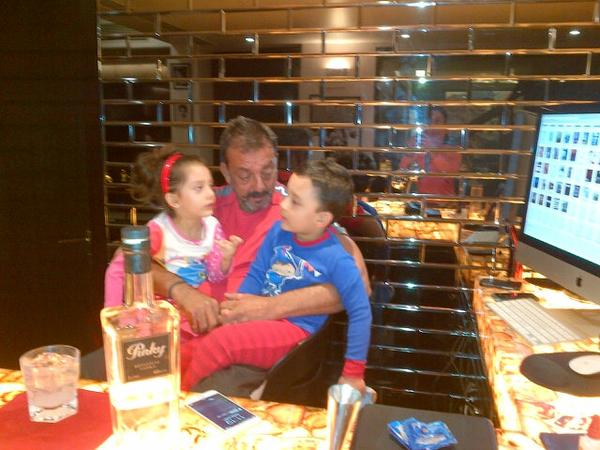 Sanjay Dutt the sweetest father to his 2 gorgeous children..such a lovely family they make!!