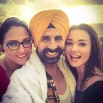 Selfie of Akshay Kumar with Lara and Amy - co-stars in Singh Is Bliing movie