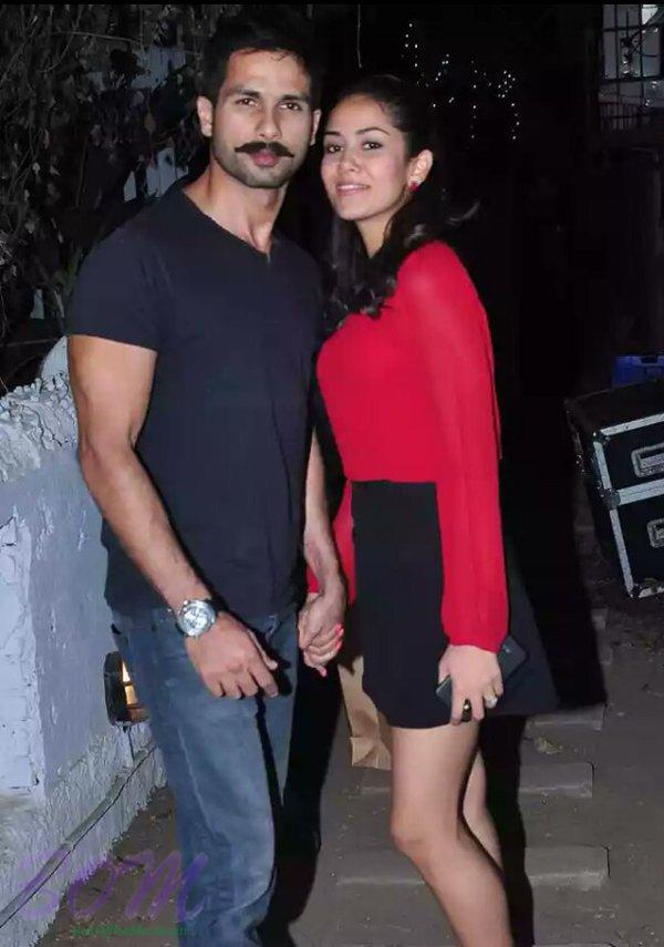 Shahid Kapoor and Meera Rajput looks adorable in this Christmas party