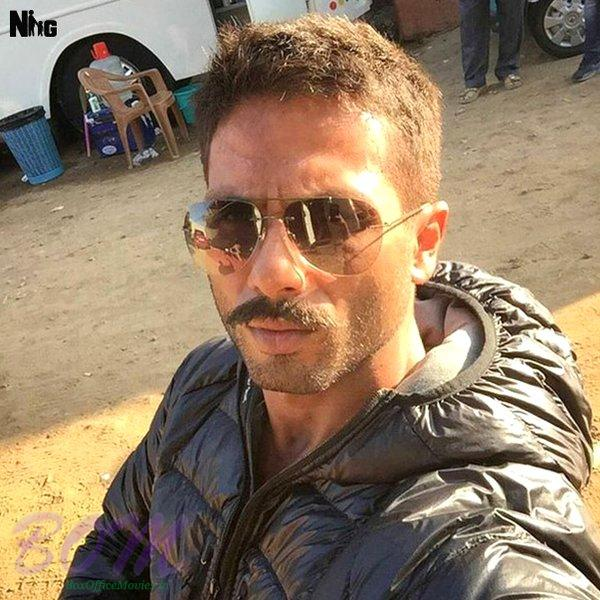 Shahid Kapoor latest selfie from the sets of Rangoon movie