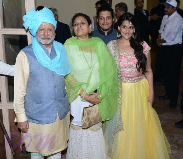Shahid Kapoor parents and sister on the wedding day