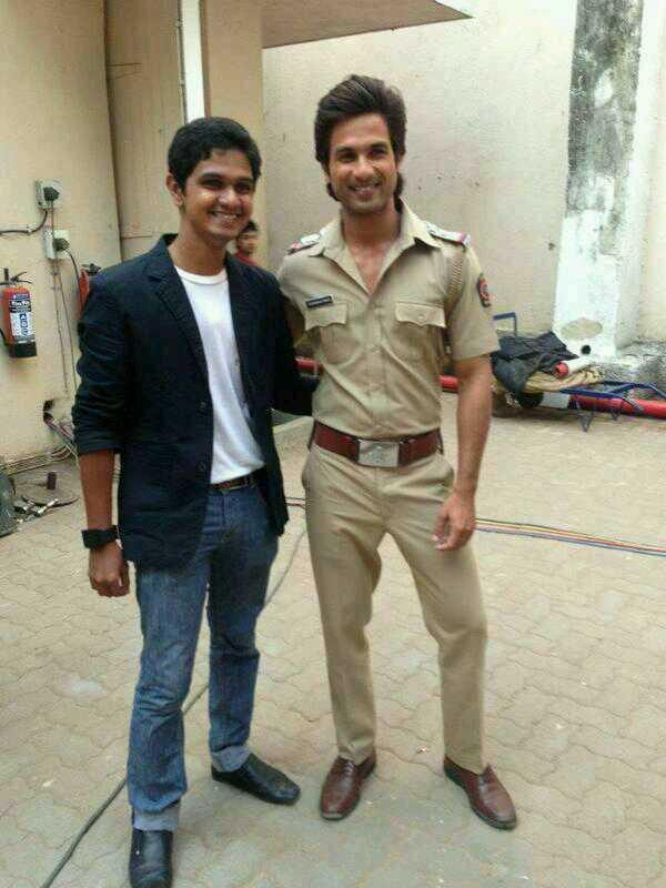 Shahid Kapoor with Fan in a police dress