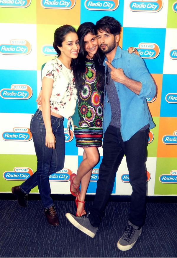 Shahid Kapoor with Shraddha Kapoor and Archanaa Pania