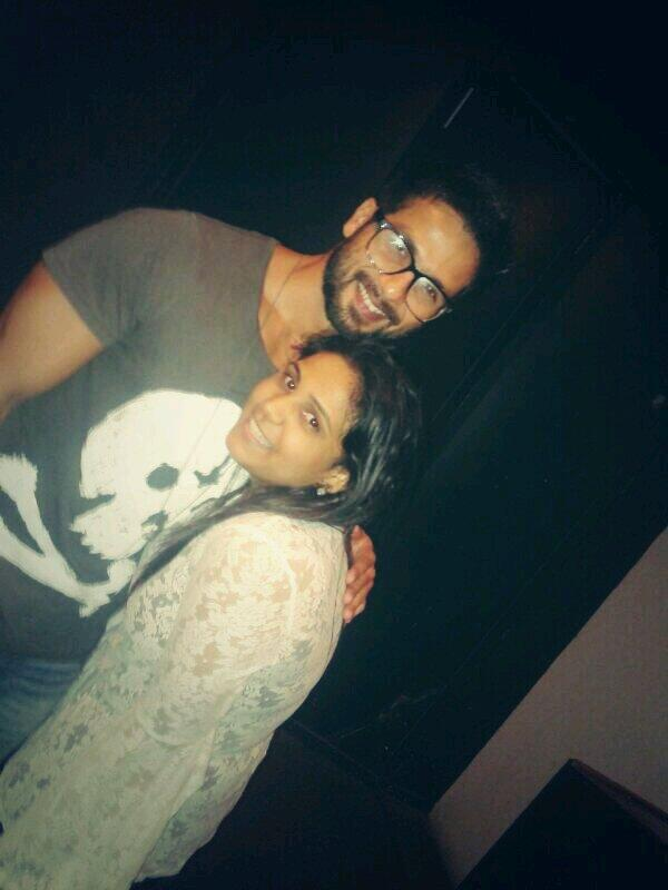 Shahid Kapoor with a fan