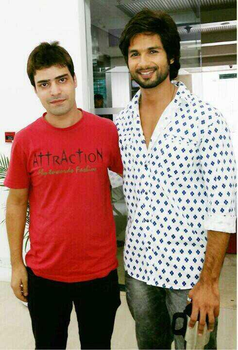 Shahid Kapoor with lucky fan