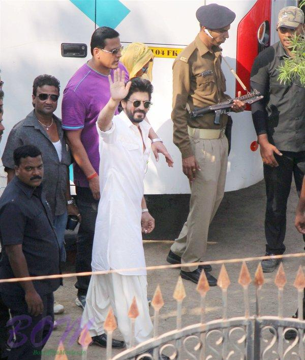 Shahrukh Khan on the sets of Raees movin shooting