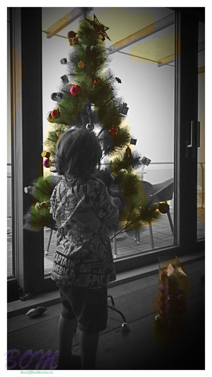 shahrukh-khan-wishes-merry-chritmas-2016-with-this-cute-picture