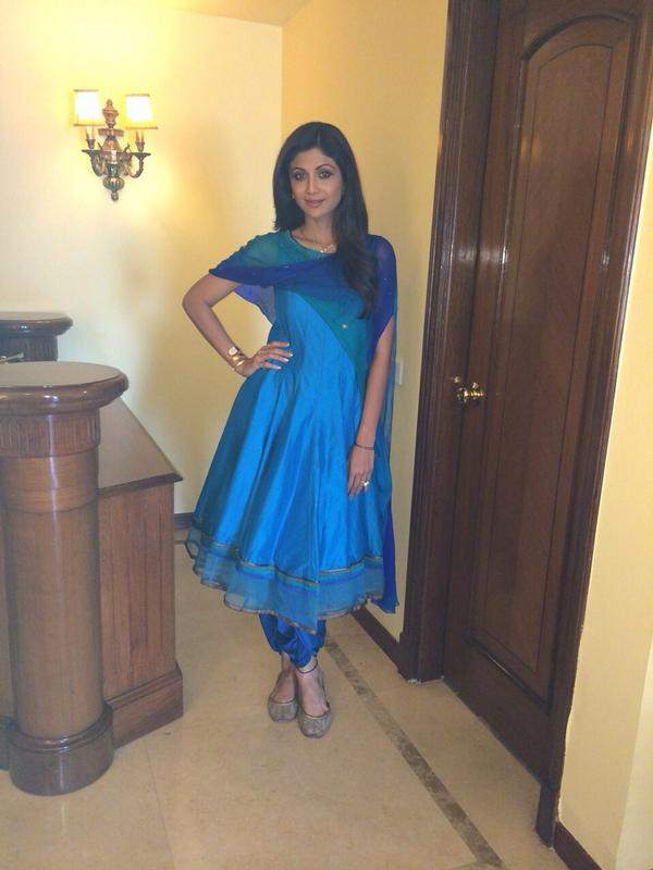 Shilpa Shetty loved wearing a tarun tahiliani piece with attached dupatta no stress of handling it