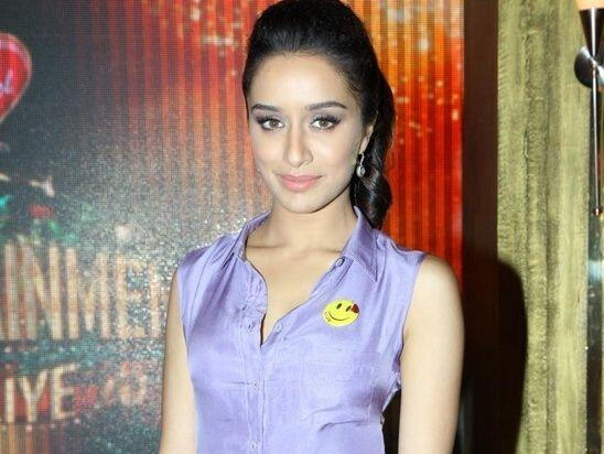 Shraddha Kapoor - Smiley in pocket