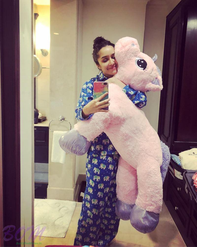 Shraddha Kapoor mirror selfie with a unicorn toy