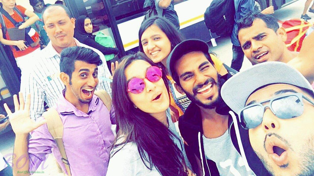 Shraddha Kapoor selfie before getting on the plan when leaving for Half Girlfriend shooting