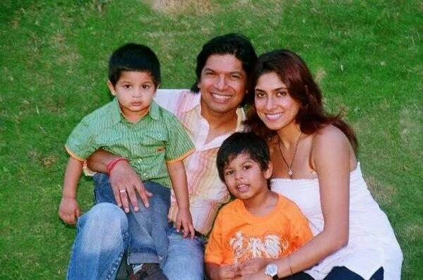 Singer Shaan, wife and kids - with his family