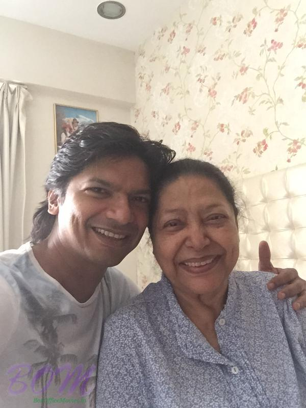 Singer Shaan with mother
