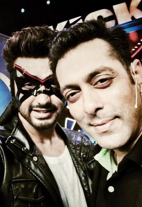 Spotted Arjun Kapoor picture in KICK mast with Salman Khan.